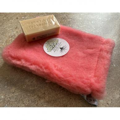 Raypath rinkinys su natūraliu muilu ir rožine šluoste – sausam valymui